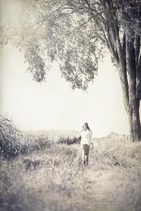 senior portrait tips: She Walks Alone